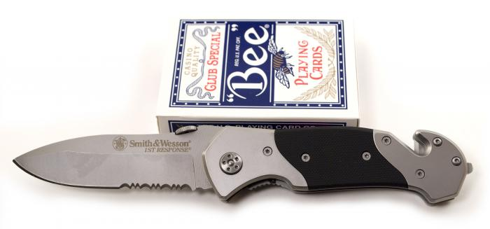 "Smith & Wesson First Response Rescue Knife, 3.3"" Serrated Blade - SWFRS"