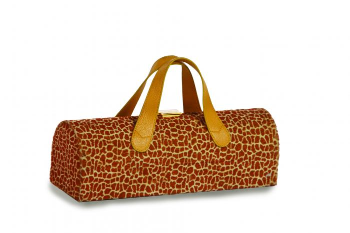 Picnic Plus Carlotta Clutch Wine Bottle Tote Giraffe