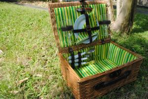 Vintage Picnic Baskets by Picnic and Beyond