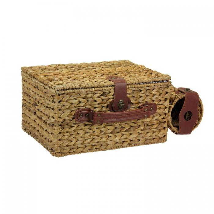 Banana Leaf Picnic Basket/Lined with Service for Four