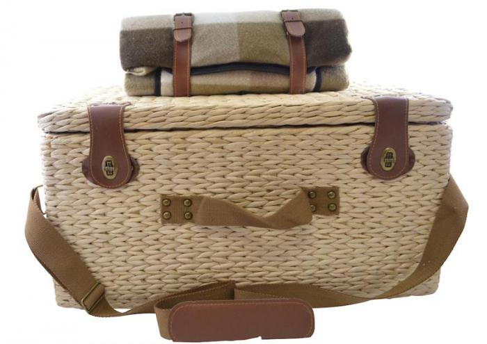 Picnic Gift - Reunion- Picnic Basket Service for Four