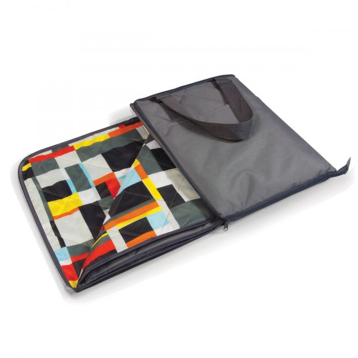 Picnic Time Vista Outdoor Blanket - Grey With Geometric Print